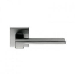 Дверная ручка на квадратном основании COLOMBO Zelda MM11RSB-CM матовый хром